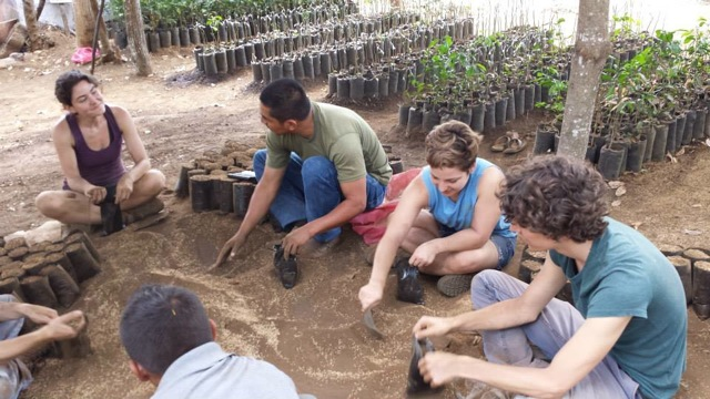 Family volunteer abroad opportunities with Unearth the World!